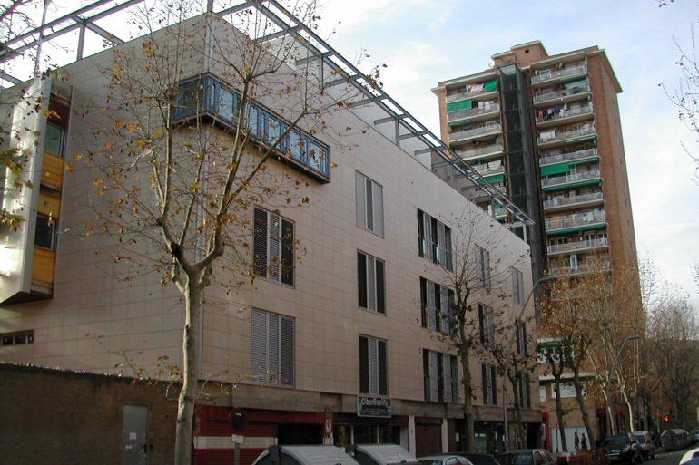 Edifici vivendes carrer Treball 205 de Barcelona